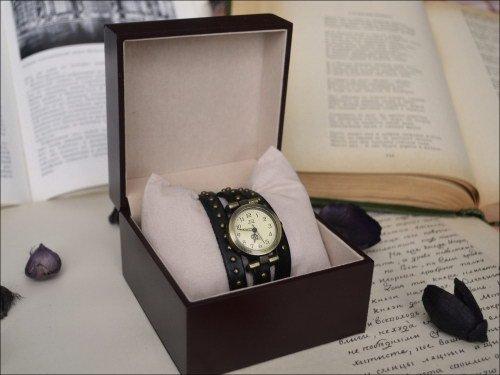 Часы в подарок мужчине на день