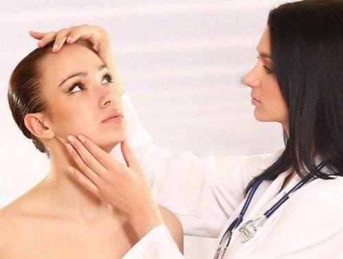 как можно удалить жировик на лице