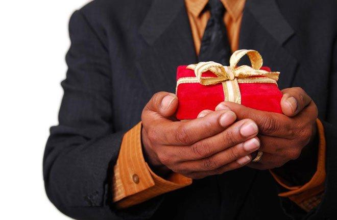 Какой оригинальный подарок подарить овну-мужчине где можно купить домашние цветы дешево